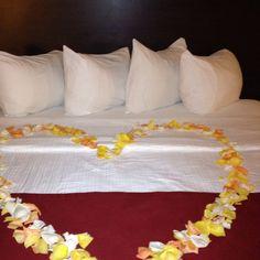 honeymoon suite decor
