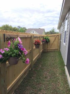 Lined the inside of my fence with flowers - DIY Garten Privacy Fence Landscaping, Small Backyard Landscaping, Backyard Fences, Landscaping Ideas, Fenced In Backyard Ideas, Privacy Fence Decorations, Garden Yard Ideas, Lawn And Garden, Garden Paths