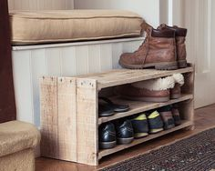 Cheap And Easy Wood Pallet Projects That Will Revitalize Your Home In No Time A small wood pallet shoe rack easily stores nine pairs of shoes, slippers, and boots.A small wood pallet shoe rack easily stores nine pairs of shoes, slippers, and boots. Wooden Pallet Projects, Diy Pallet Furniture, Wooden Pallets, Furniture Projects, Pallet Wood, Pallet Couch, Pallet Ideas, Small Wooden Projects, Pallet Patio