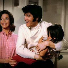 Elvis and Mary Tyler Moore Elvis Presley Movies, Elvis Presley Photos, Change Of Habit, 1969 Movie, Michael Jackson Rare, Mary Tyler Moore, You're Hot, Hot Hunks, Music Icon