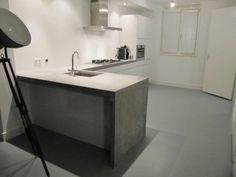 Keuken beton wit, hoogglans wit. Betonnen keuken / concrete kitchen.