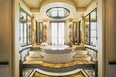 MASTER SUITE BATH. Gianni-Versace-New-York-Mansion-5-East-64th-Street-Jacuzzi.jpg (3000×2000)