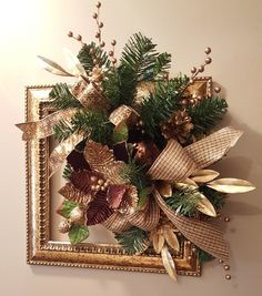 Picture frame wreath for the holidays. Easy Christmas Decorations, Christmas Door Wreaths, Christmas Bedroom, Christmas Centerpieces, Holiday Wreaths, Holiday Decor, Picture Frame Wreath, Christmas Picture Frames, Simple Christmas