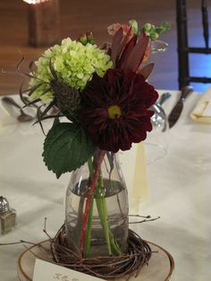Affordable and Easy-To-Do Centerpiece Ideas to Enhance Your Living Room | Decozilla