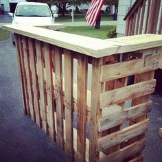 Image on The Owner-Builder Network  http://theownerbuildernetwork.co/wp-content/uploads/2014/03/Pallet-Outdoor-Bar-14.jpg