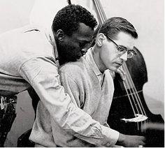 Bill Evans fue un pianista y compositor estadounidense de jazz que nació el 16 de agosto de 1929.  Está considerado uno de los grandes pianistas de todos los tiempos.