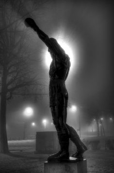 Rocky statue in Philadelphia. Rocky is not a real character, but his story is inspiring. Rocky Balboa Statue, Rocky Balboa 2006, Stallone Rocky, Silvester Stallone, Favorite Movie Quotes, Spiderman, Cinema, Monochrom, Movie Photo