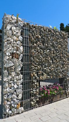 muro de separación con gaviones. www.gomezmescua.com Security Door, Fencing, Deco, Door Design, Thesis, Farmers, City Photo, Landscaping, Sidewalk