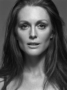 Julianne Moore....who has bone structure like that? seriously. I would kill for some cheek bones like that.