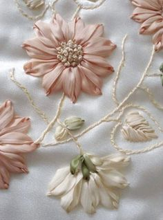 Wonderful Ribbon Embroidery Flowers by Hand Ideas. Enchanting Ribbon Embroidery Flowers by Hand Ideas. Ribbon Flower Tutorial, Ribbon Embroidery Tutorial, Embroidery Flowers Pattern, Silk Ribbon Embroidery, Hand Embroidery Designs, Embroidery Patterns, Embroidery Stitches, Wedding Embroidery, Embroidery Tattoo