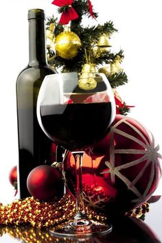 WINE GIVE-AWAY!!  Bigibila is giving away 1 Bigibila Christmas Pack!! 6 beautiful bottles of boutique red wine. Visit the Bigibila Facebook page to enter!! ❤️🍷🎄 #winegiveaway #competition #wine #Christmaswine #Christmascompetition