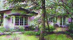 Devon Cottage in the town of Mooroolbark in Victoria, designed by Edna Walling influential Australian landscape designer in Devon Cottages, Australia House, Australian Garden, Homesteads, Horticulture, Garden Landscaping, Landscape Design, 1920s, Garden Ideas