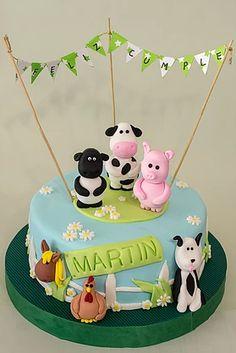 Torta de la granja. Animailitos modelados con masa para modelar. Todo comestible.