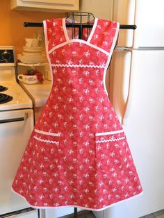 Vintage 1940s Style Full Apron in Cottage Chic in Tomato Red with Roses MADE TO ORDER