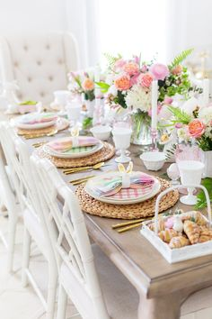Colorful Easter Table Decor Inspiration for your Easter Table Decor with lots of whimsical Easter finds and tips for a colorful and family-friendly Easter tablescape! Easter Dinner, Easter Brunch, Easter Party, Easter Gift, Easter Table Settings, Easter Table Decorations, Easter Centerpiece, Diy Osterschmuck, Easter Colors