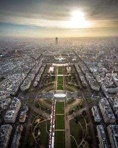 After waiting for five days for the perfect moment @NikonMEA photographer @ramy_m_ibrahim finally had a chance to capture this spectacular shot of #Paris #France from the top of the #EiffelTower. With his AF-S #NIKKOR 14-24mm f/2.8G ED Ramy brings us a unique perspective of the city of love which in his words is also an amazingly symmetrical city! Photographed with a #Nikon #D7100. For more stories of travel and inspiration follow these Nikon official accounts: @NikonThailand @NikonSG…
