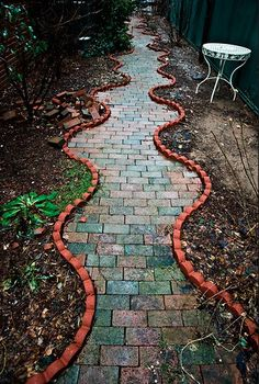 curvy walkway. I absolutely love this. I would do it on the side of my house leadimg to the backyard. How does one do this? RXC #unique_garden_path