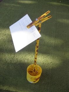 Creative Ideas for Cub Scout Den Leaders: Easy Cub Scout Mother's Day Craft Giraffe Recipe Holders