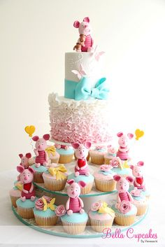 Piglet Cake and Cupcakes. Cutest cake ever! Gorgeous Cakes, Pretty Cakes, Cute Cakes, Amazing Cakes, Fondant Cakes, Cupcake Cakes, Piglet Cake, Super Torte, Dessert Original