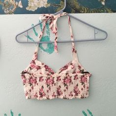 Flower crop top. Never worn. Flower crop top Forever 21 Tops Crop Tops
