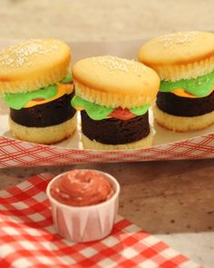 Hamburger Cupcakes with Pound Cake Fries Hamburger Cupcakes with Pound Cake Fries Jessica Pinsonneault bvtmom Cakes Hamburger Cupcakes with Pound Cake Fries Martha Bakes- Vanilla cupcake Brownie nbsp hellip stewart vanilla Cupcake Hamburger Cupcakes, Hamburger And Fries, Pound Cake Cupcakes, Cupcake Cakes, Yellow Cupcakes, Butter Cupcakes, Cupcake Party, Party Cakes, Fun Desserts