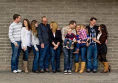 Lovely Large Family Photography Ideas, cute idea for extended families: have each family look at each other