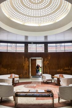 Eltham Palace, An Art Deco Gem in London - Brogan Abroad London Architecture, Interior Architecture, Interior Design, Art Deco Room, Eltham Palace, Art Deco Hotel, Interior Room Decoration, Palace Interior, Lobby Lounge