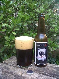 Marca: Molta Birra  As Cervesa Artesana.  Clase: MoltabirrAS.  Fabricante: Molta Birra  As Cervesa Artesana.  Cerveza artesanal de cebada.  Estilo: Black IPA.  Procedencia: Girona y Barcelona (España).  Fermentación: Alta.  Grados: 7,5%.
