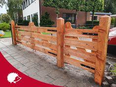 Landhek hout - Poort lariks douglas - Houten poort boerderij Front Gates, Entrance Gates, Outdoor Chairs, Outdoor Furniture, Outdoor Decor, Driveway Gate, Garden, Home Decor, Wood