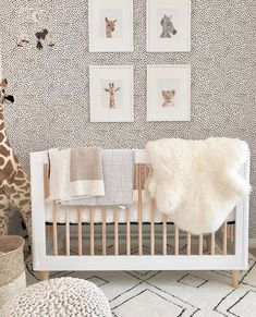 New ideas for kids room ideas unisex cribs Baby Nursery Decor, Nursery Neutral, Baby Decor, Nursery Room, Animal Theme Nursery, White Nursery, Baby Nursery Wallpaper, Bedroom Wallpaper, Wallpaper Ideas
