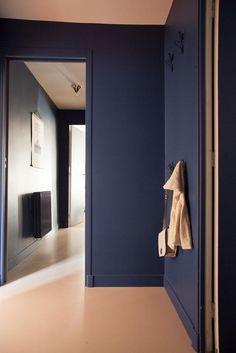 The Socialite Family | Les couloirs bleus de l'appartement de Charles Compagnon…