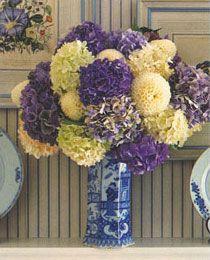 Hydrangeas in blue and white Delft - Carolyne Roehm