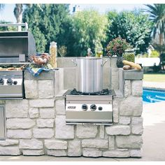 outdoor kitchen! Must have a burner for the crawfish boiling pot!
