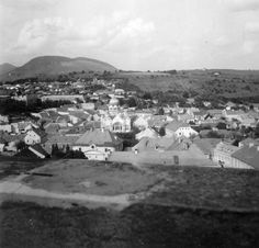 1937 -ben a  látkép a Líceum teraszáról, szemben a régi Zsinagóga, balra a vár. profHOUSE.hu egri ingatlanok... Hungary, Bali, Dolores Park, Travel, Viajes, Destinations, Traveling, Trips