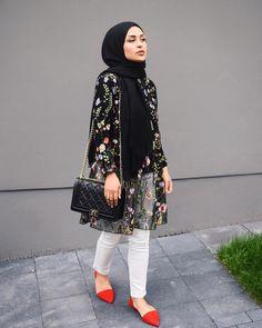Pin by lara zawdeh on hijab outfit in 2019 lenços, look perf Hijab Casual, Hijab Chic, Ootd Hijab, Islamic Fashion, Muslim Fashion, Modest Fashion, Fashion Dresses, Hijab Fashionista, Hijab Styles