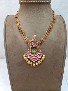 Gold Earrings Designs, Gold Jewellery Design, Gold Jewelry, Women Jewelry, Antique Jewellery, Cz Jewellery, Gold Designs, Gold Necklaces, Temple Jewellery