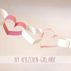 DIY: Herzchen-Girlande DIY instructions for a sweet little heart garland for Valentine's Day or Valentines Day Party, Valentines Day Decorations, Saint Valentine, Be My Valentine, Diy For Kids, Crafts For Kids, Diy Paper, Paper Crafts, Saint Valentin Diy
