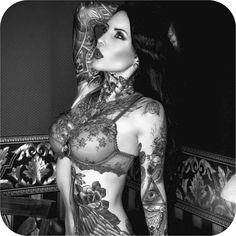 """ @makaniterror #tattoodobabes"""