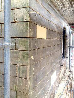 Uitvoering, om niet alle stenen te vervangen blijft het typische karakter van het woonhuis behouden  meer projecten: http://www.denieuwecontext.nl #mergel #huis #renovatie #verbouwing #bergenterblijt #bouwen #limburg #monument #schuur #aanbouw #hout #gevel #interieur #vide #exterieur #modern #eiken #kozijnen #lariks