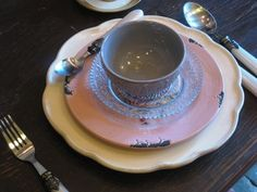new plates in old style, bowl from zenza, plates from clayre & eef