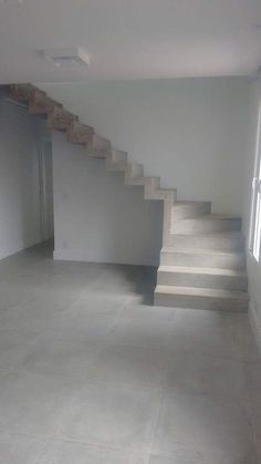 Concrete stairs interior house Ideas for 2019 Flur Design, Beton Design, Home Stairs Design, Interior Stairs, Stair Design, Layouts Casa, House Layouts, Concrete Staircase, Tiny House Stairs