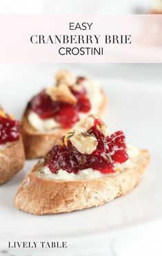 Easy Cranberry Brie Crostini Cranberry Brie Crostini with toasted walnuts are a fun and festive appetizer to serve this holiday season! They are delicious and easy to make for Thanksgiving or Christmas! Thanksgiving Appetizers, Christmas Appetizers, Appetizers For Party, Appetizer Recipes, Easy Vegetarian Appetizers, Appetizer Ideas, Christmas Foods, Burger Recipes, Thanksgiving Recipes