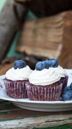 Čokoládové (mini) cupcakes s borůvkami Mini Cupcakes, Desserts, Food, Tailgate Desserts, Deserts, Essen, Postres, Meals, Dessert