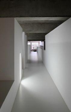 no skirting plus hidden flush perspex wall lighting