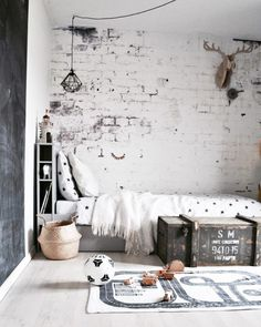 Rustic monochrome kid's room - great textures in the wall and textiles add character and cosyness Home Bedroom, Kids Bedroom, Bedroom Decor, Cool Kids Rooms, Ideas Hogar, Teenage Room, Kids Room Design, My New Room, Boy Room