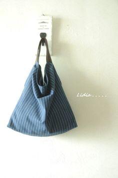 자유로운 린넨 가방을 만들었어요. 편안하게 숄더로 맬 수 있는 가방이구요. 간단하게 도트가방으로도 좋아...
