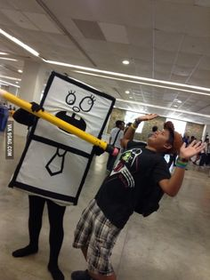 Someone went to my city ComicCon and done this amazing cosplay. -I am the one being erased-