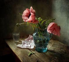 photo: Маки в синем кувшине | photographer: Татьяна Еремеева | WWW.PHOTODOM.COM