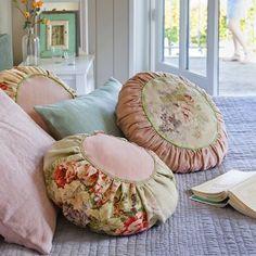 Des coussins ronds en tissus de récup - Marie Claire Idées