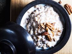 Taatelispelttipuuro / Date porridge /  Kotiliesi.fi / Kuva/Photo: Sampo Korhonen/Otavamedia